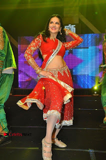 Bollywood Actress Model Sunny Leone Dance Performance in Red Half Saree at Rogue Audio Launch 13 March 2017  0046.jpg