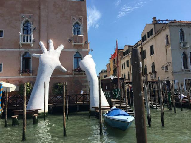Biennale Venecia Quinn Manos