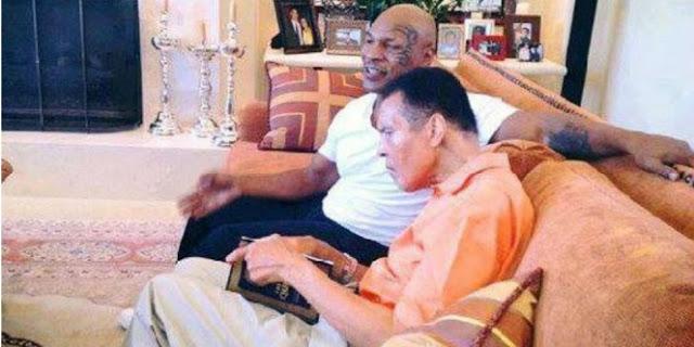 MASYAALLAH.. Dua Petinju Legendaris Ini Sedang Membaca Al Quran Bersama
