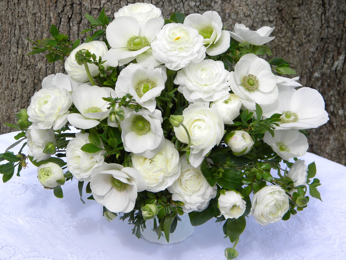 wedding flowers from springwell elegant white ranunculus and anemones for springtime weddings. Black Bedroom Furniture Sets. Home Design Ideas
