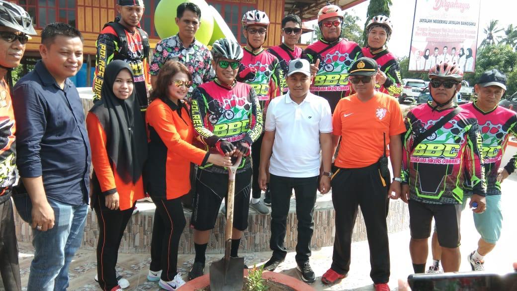 Lestarikan Budaya Penghijauan, Ribuan Pohon Palem dan Bunga Ditanam di Pitu Riase