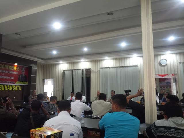 Kapolres Labuhanbatu, AKBP Frido Situmorang SH SIK, saat memberikan keterangan pers.