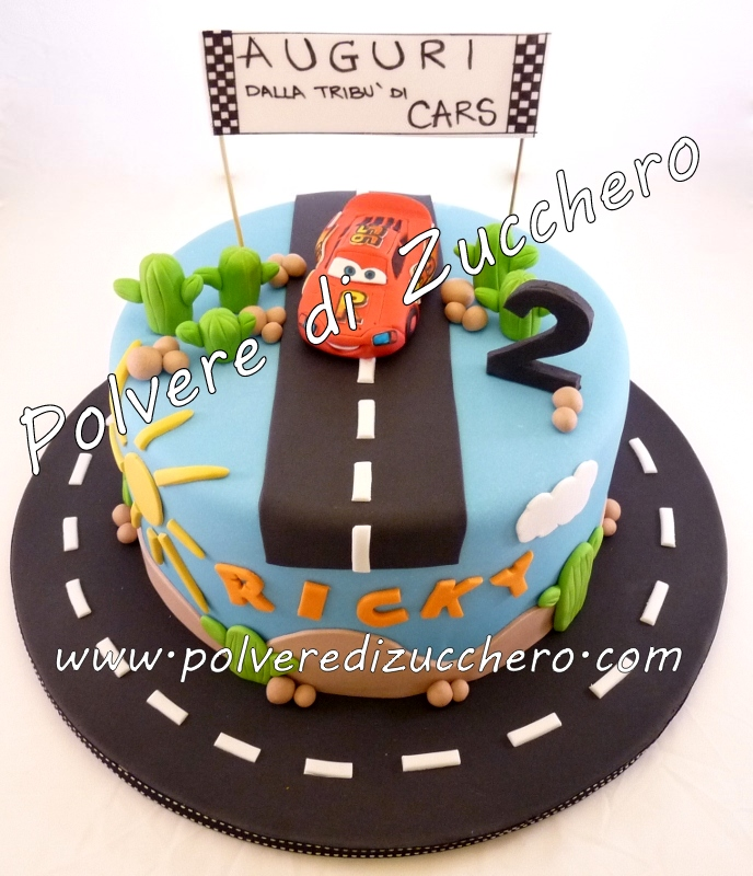 Torta decorata cars saetta mcqueen va sempre forte for Decorazione torte bambini
