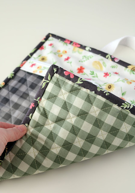 Vinyl quilted project bags by Andy of A Bright Corner - with a link to the tutorial