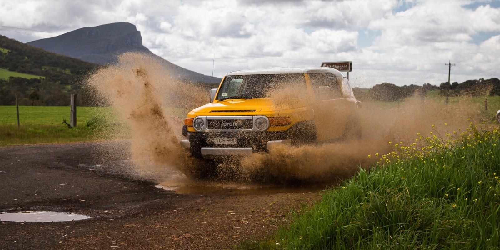 Chỉ cần sở hữu Toyota FJ Cruiser, bạn sẽ chinh phục được cả thế giới