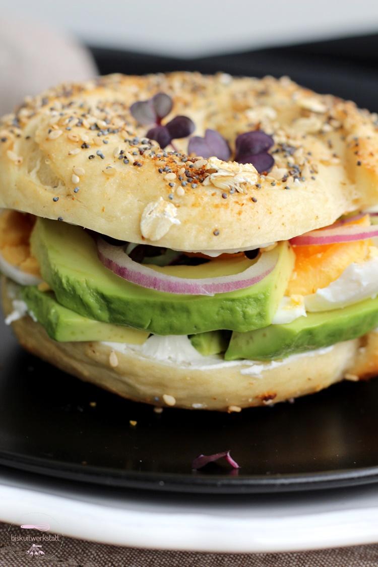 everything bagel mit avocado und ei fr hst ck deluxe biskuitwerkstatt. Black Bedroom Furniture Sets. Home Design Ideas