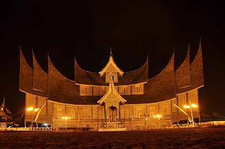 rumah adat minangkabau