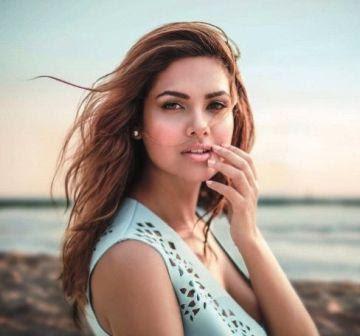 Actress Esha Gupta Simple Photos | Latest Pics 2