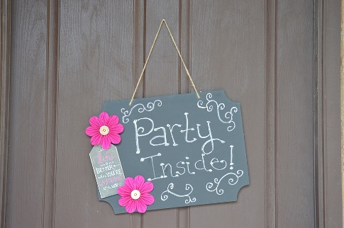pixabay.com/en/door-sign-party-home-entertaining-1305955