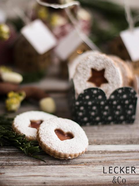 S, Lieblingsplätzchen, Kekse, Weihnachtskekse, Weihnachtsplätzchen, Weihnachten, Rezepte, Kekse, Rezept für Kekse, Christmas Cookies, Cookies, Foodblogger, Tina Kollmann, LECKER&Co, leckerundco, Lecker und co, Foodblog, Blog Rezept, Keks Rezept, Plätzchen Rezept, Christmasplätzchen, lecker, fein, leichtes Rezept, Zitronenplätzchen, Mamas Plätzchen, backen, Tchibo, Backen mit Tchibo, Zimt, Quitten, Quittengelee, Quittenplätzchen, Quittenfüllung, Zimt-Linzer, Linzer Plätzchen, Linzer Rezept, Quittengelee