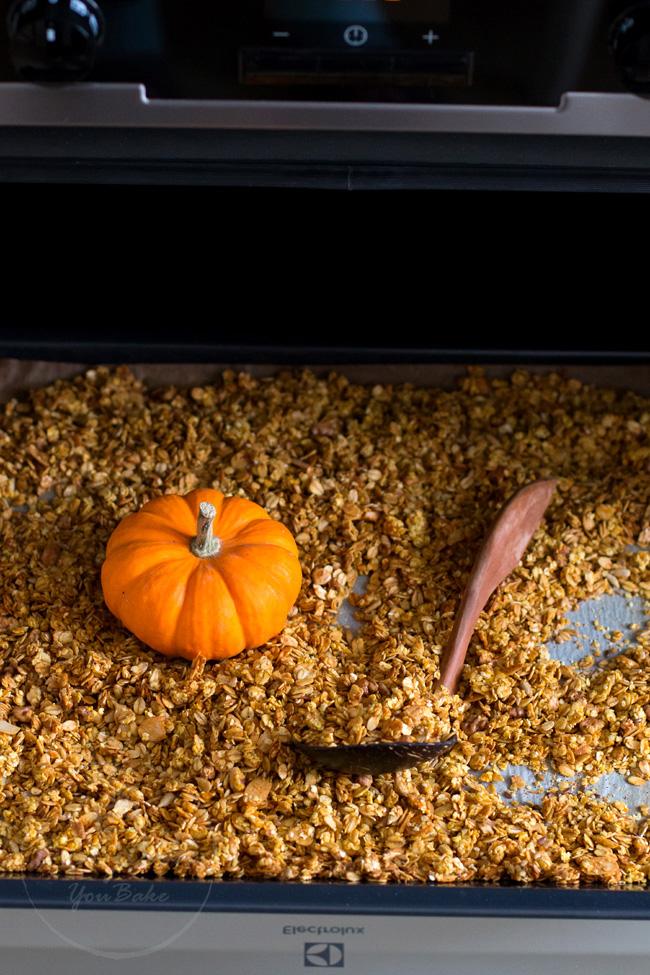jesienna chrupiąca granola dyniowa
