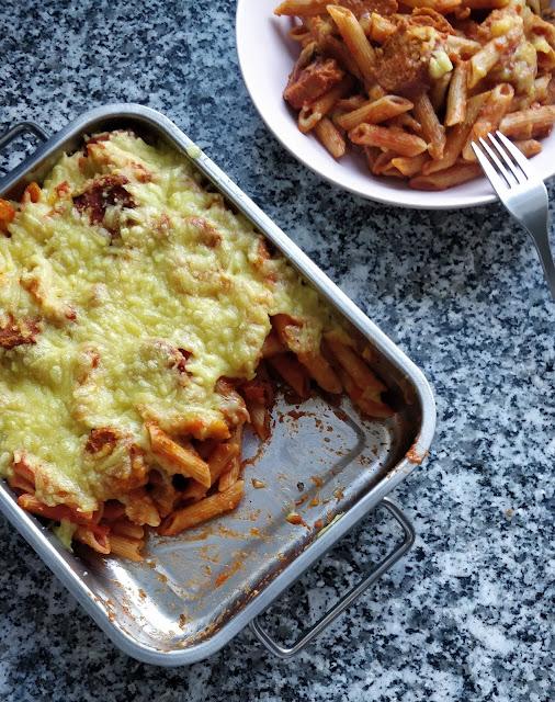the green frog gratin de pâtes aux champignons saucisses et fromage vegan pasta bake