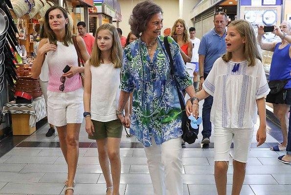 Queen Sofia, Queen Letizia, Princess Leonor and Infanta Sofia went for a walk in the downtown of Palma de Mallorca