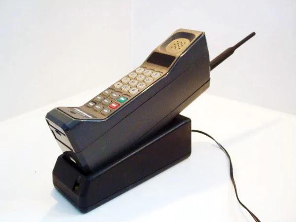 Motorola DynaTAC SF 1024x768%2B%25282%2529 - Como foi a primeira ligação feita de um celular
