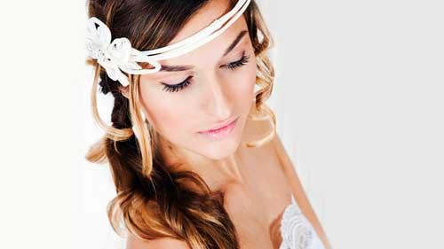 Look de novia estilo princesa con maquillaje y peinado