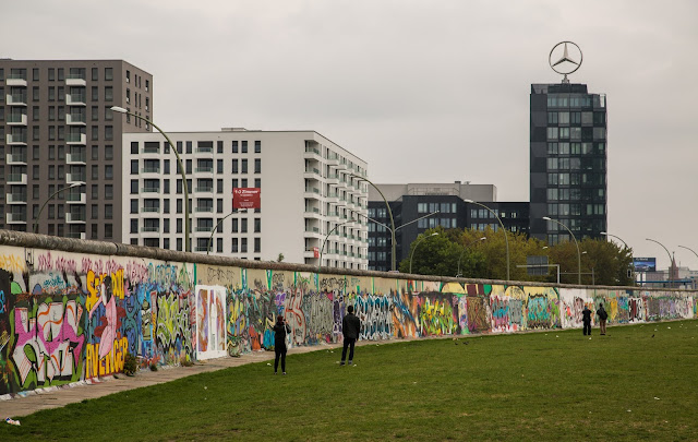 Berlin Wall, A Data Visualization