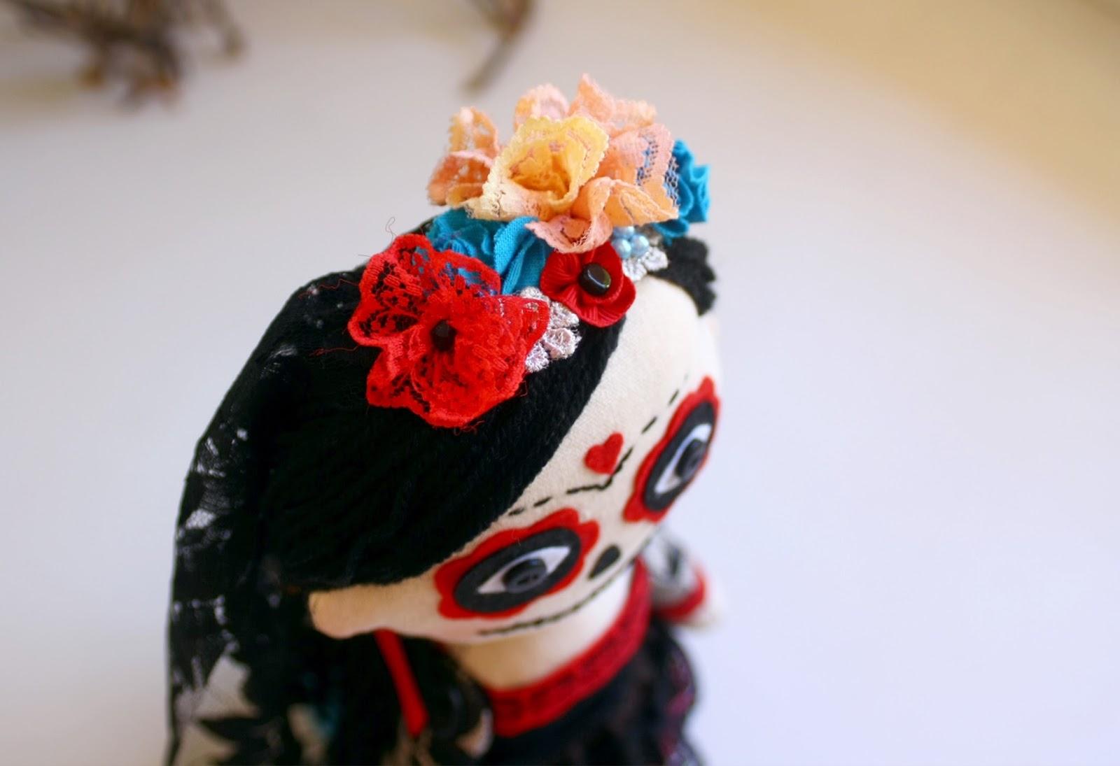Corona de flores de la muñeca La Catrina mexicana.