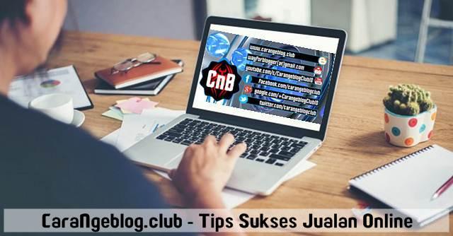 Seorang Pengusaha sedang Mengelola Toko Online, Tips Sukses Jualan di Toko Online dan Marketplace