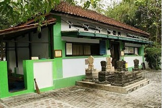 http://www.teluklove.com/2016/12/pesona-keindahan-destinasi-wisata-makam.html