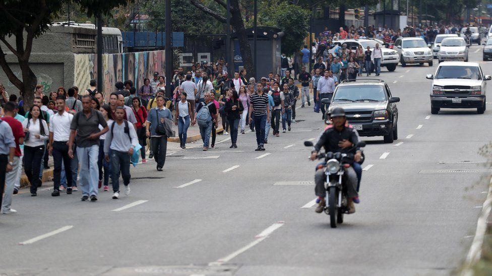 El apagón venezolano, un verdadero crimen social del chavismo - Por Razon y Revolucion _105949129_052812623