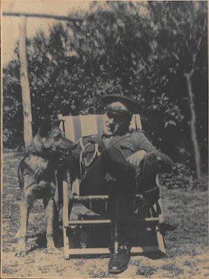 Constantin C. Roșescu și câinele său, Truș. Fotografie din anii '40, din arhiva familiei.