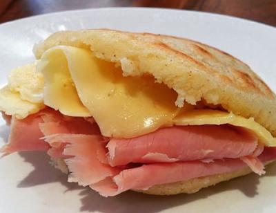 como hacer arepas con jamon y queso
