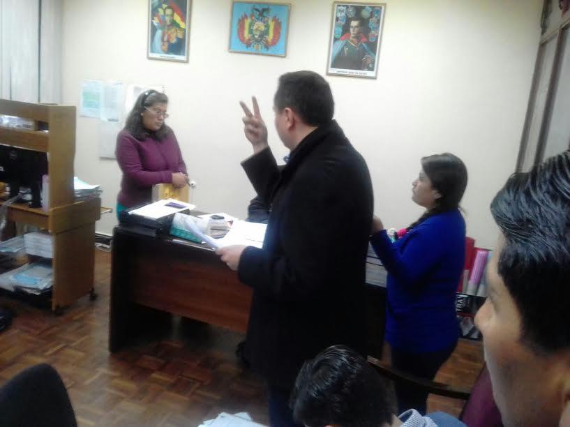Achá expuso las normas internas de contratación en YPFB y citó una enmienda ratificada por la RPC