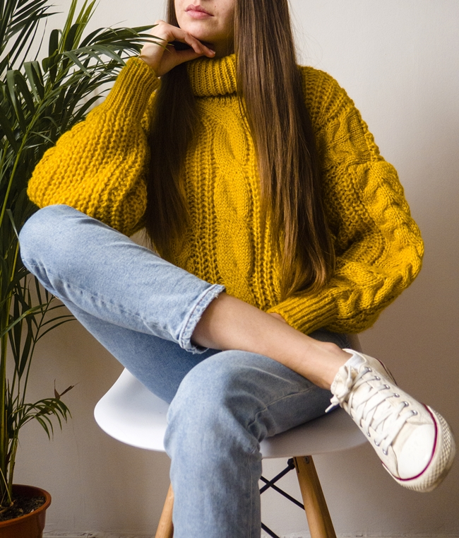 gruby musztardowy sweter
