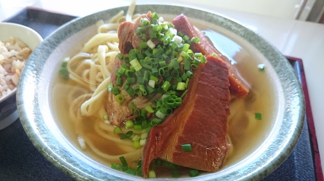 そば(三枚肉・ナンコツ入り)の写真