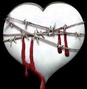 Dibujo de un corazón sangrndo amarrado con espinas