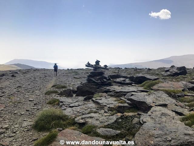 Señalización en el descenso del Mulhacén hacia Trevélez