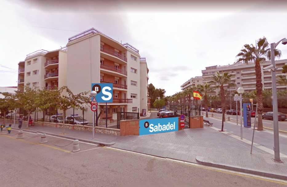Carrer del mar l oficina del banc de sabadell es for Catalunya banc oficinas