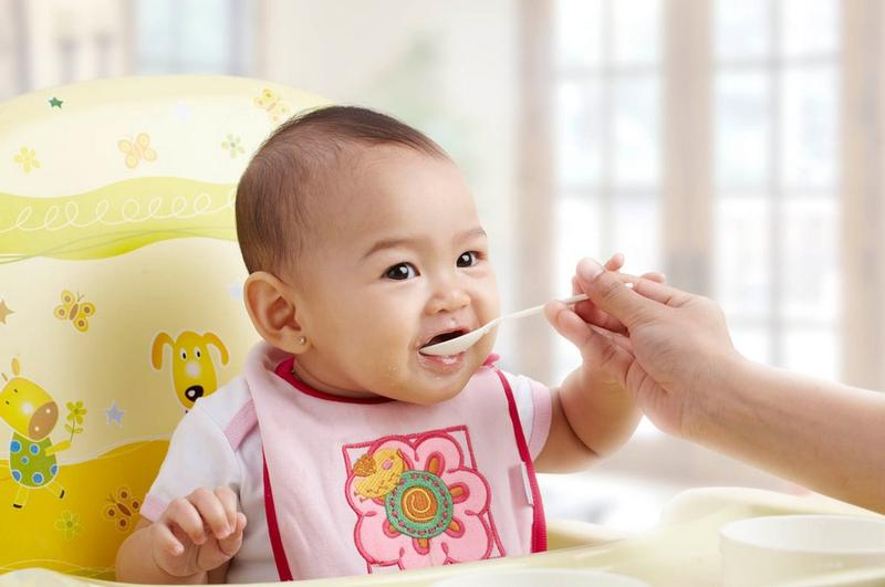 Tips Memberikan Makanan Untuk Bayi Usia di Bawah 6 Bulan