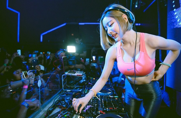 """Sejarah Asal mula DJ """"Disjoki"""" Atau Deejay"""