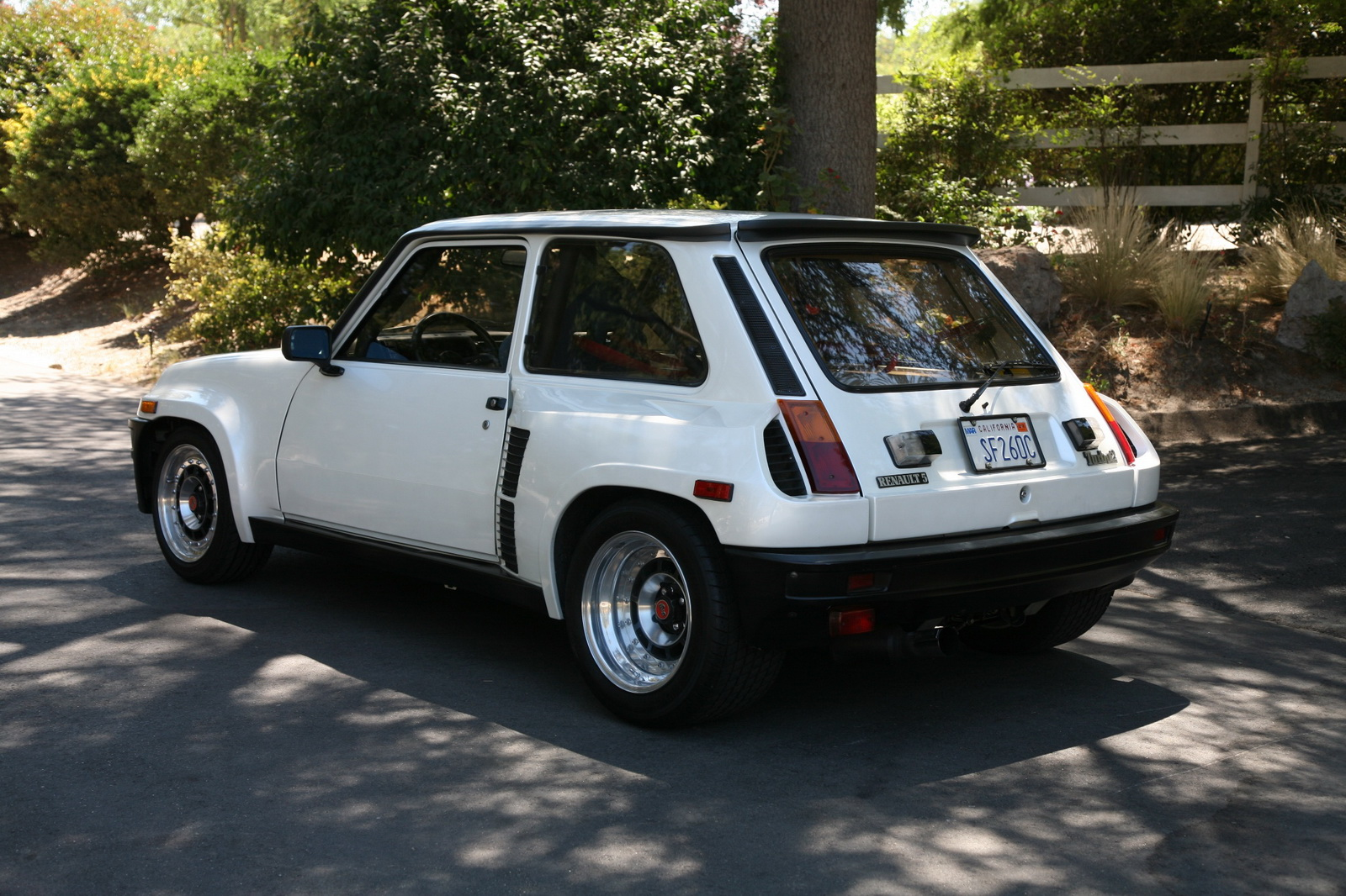 hot hatch the french way 1985 renault r5 turbo 2 up for grabs in the u s. Black Bedroom Furniture Sets. Home Design Ideas