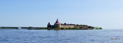 Крепостные стены на острове