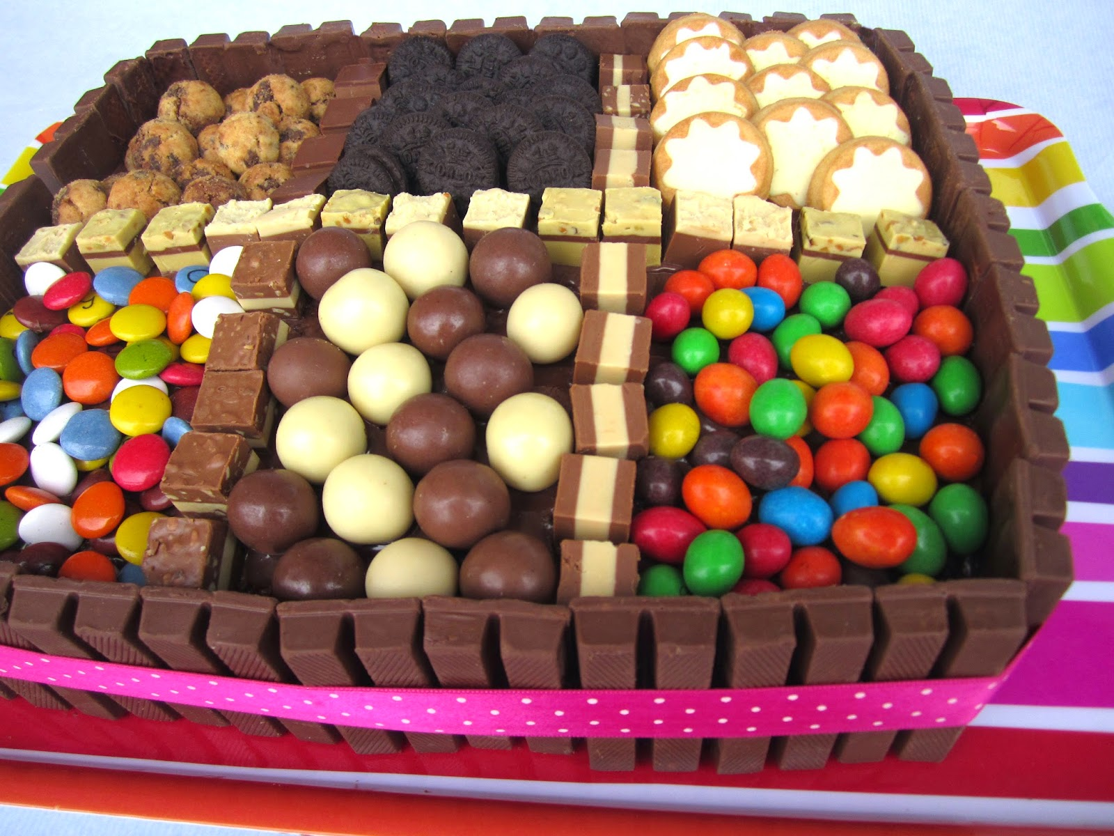 Mardefiesta tarta surtido de chocolates - Como hacer figuras con chuches ...