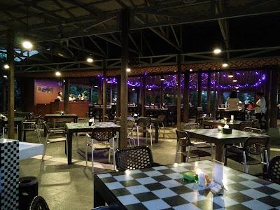 24 Rekomendasi Tempat Makan Wisata Kuliner di Medan Yang Enak Romantis Bagus Keren 24 Jam Fair Plaza Mall Terkenal Halal