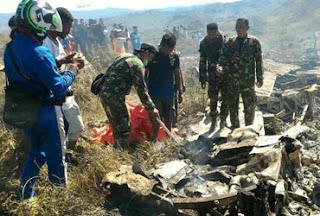 Queda de avião na Indonésia deixa 13 mortos
