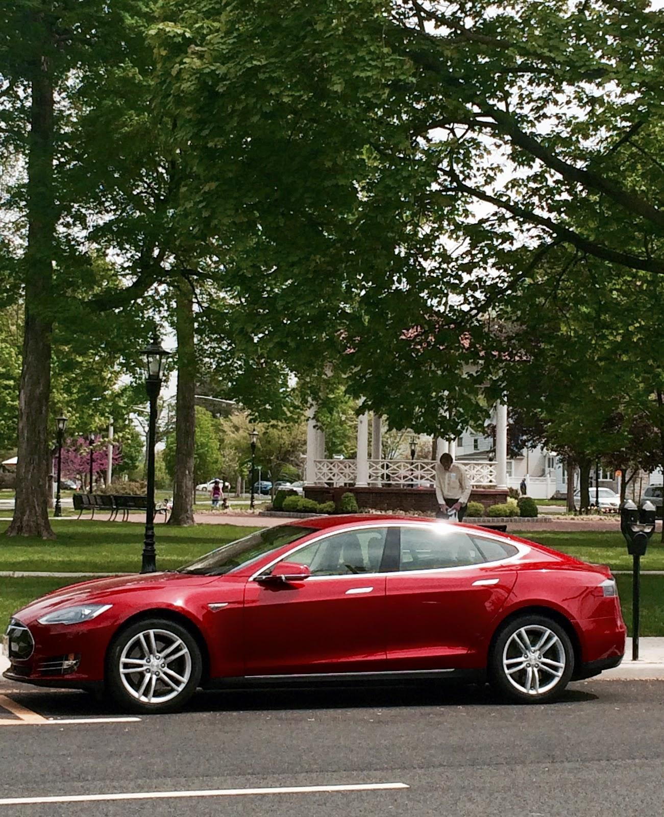 Shocking Car News: Tesla Model S Sparkles In Suburban