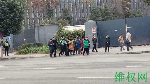 今开庭的陈云飞案庭审流产 律师遭限制自由 电脑被非法扣押 周边戒严围观公民遭被抓