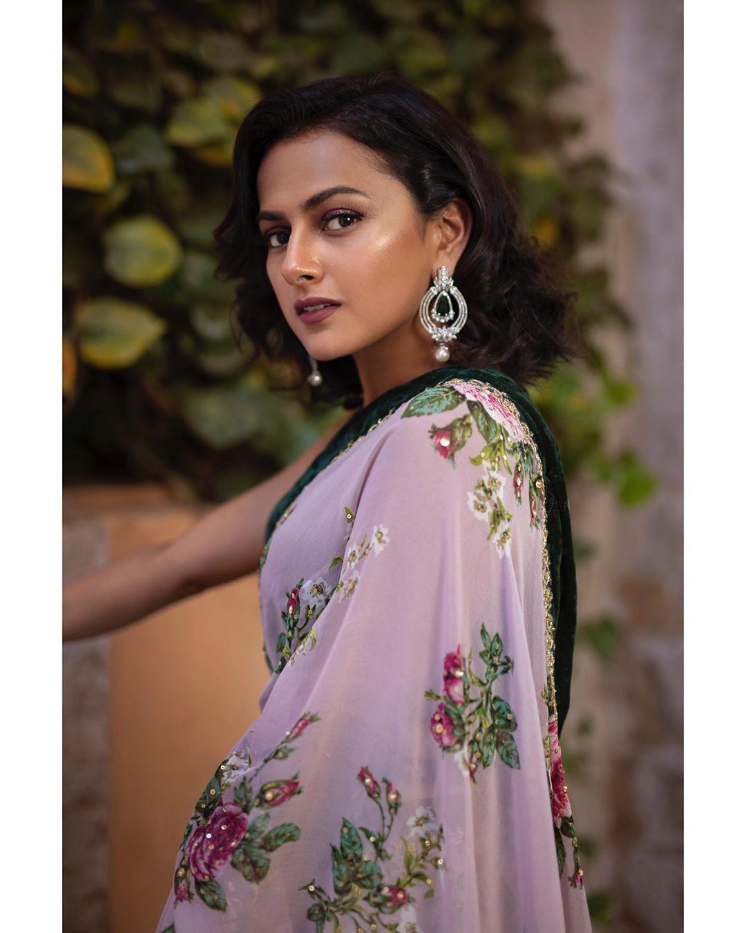 Actress Shraddha Srinath Beautiful Saree Pics