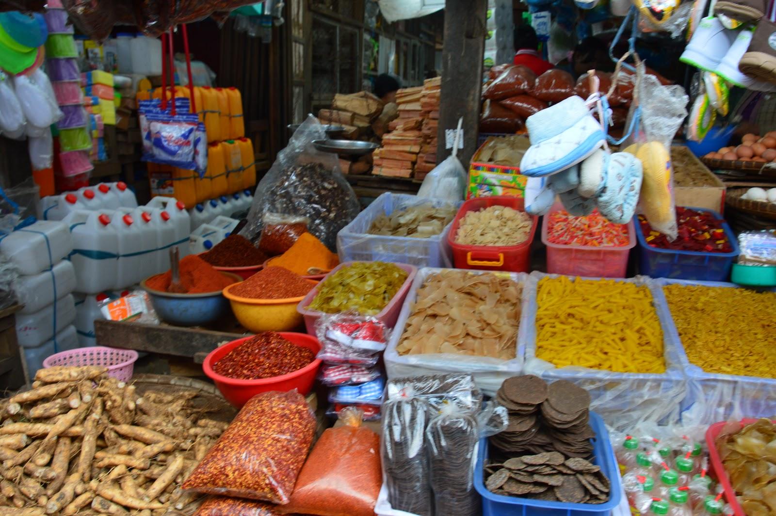 Marché aux épices à Pyi Oo Lwin