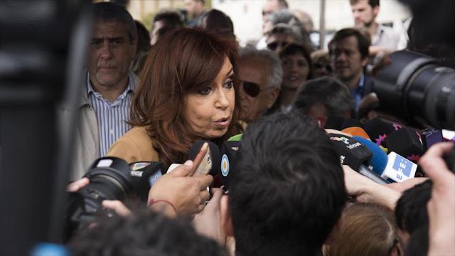 """Citan a indagatoria a familia Kirchner por """"lavado y cohecho"""""""