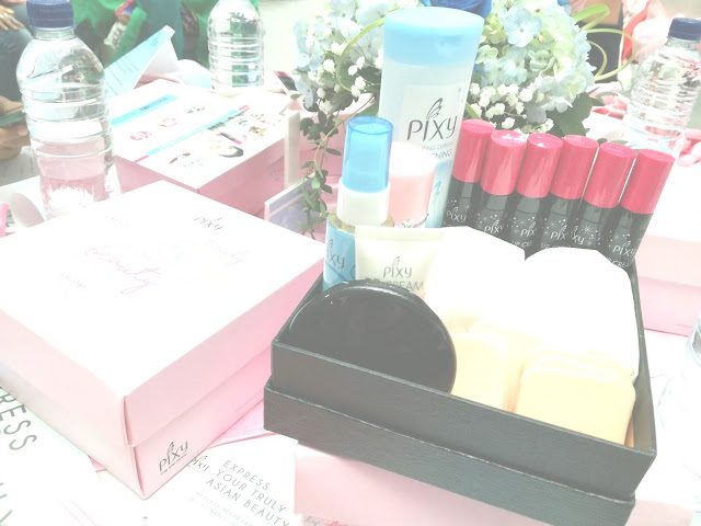 PIXY Two Way Cake Cover smooth dan PIXY Lip Cream