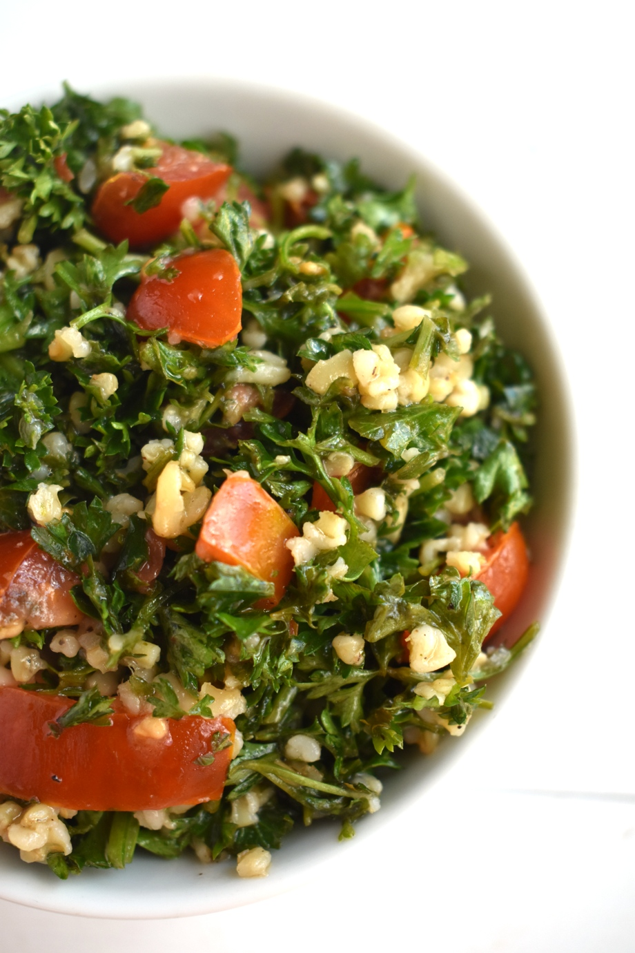 Easy Tabbouleh Salad is ready in just 20 minutes and is fresh and healthy with parsley, tomatoes, lemon juice and bulgur or freekeh grains!