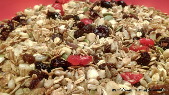 RECEPTAS: Granola su vaisiais