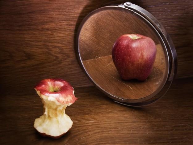 Risultato immagini per guardarsi allo specchio