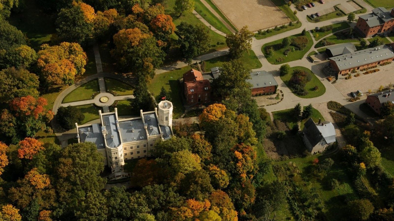 Widok na Pałac Mierzęcin z lotu ptaka