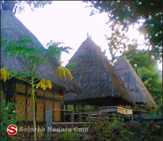 Foto Rumah adat Alor NTT